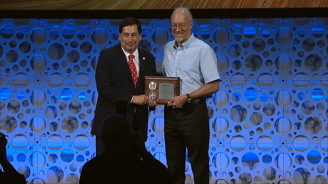 Mark Rowan receives the 2018 Outstanding Research Award
