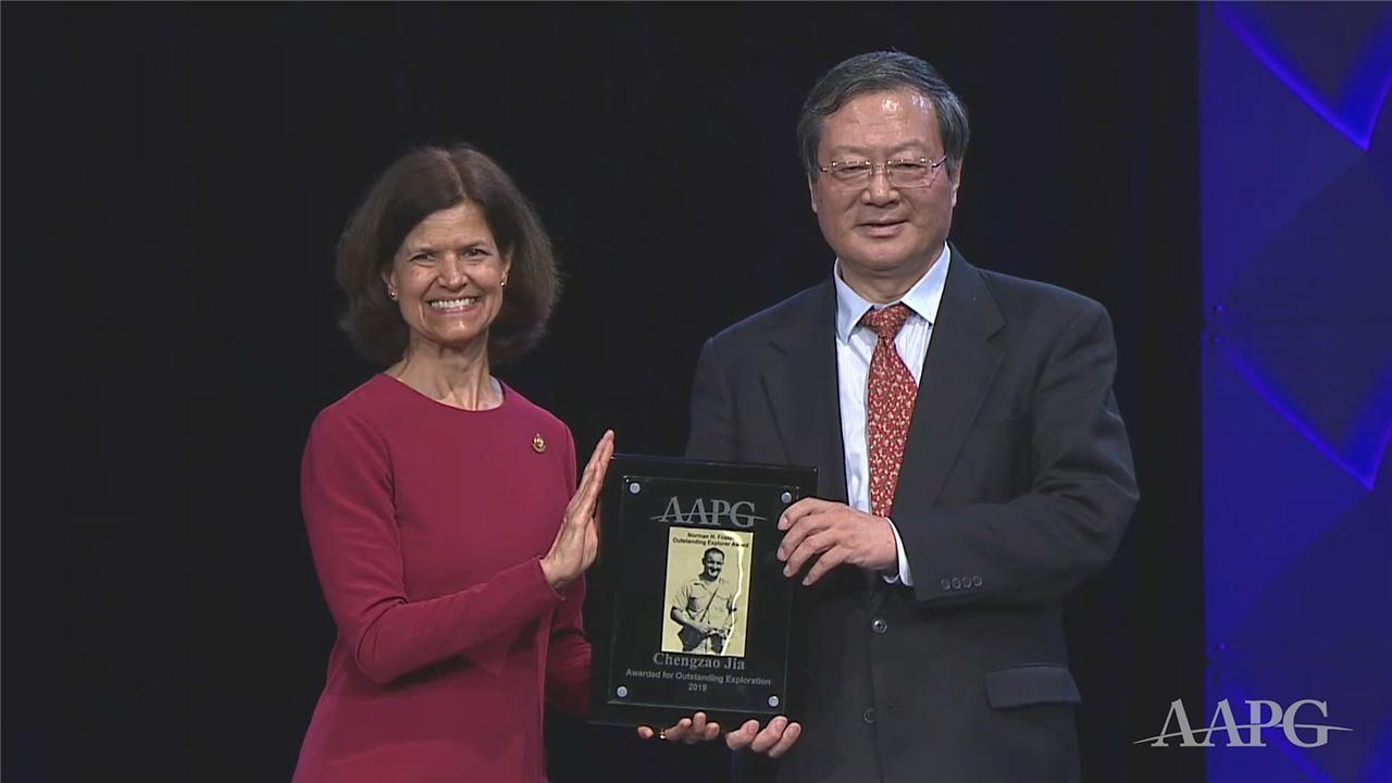 Chengzao Jia Receives the 2019 Outstanding Explorer Award