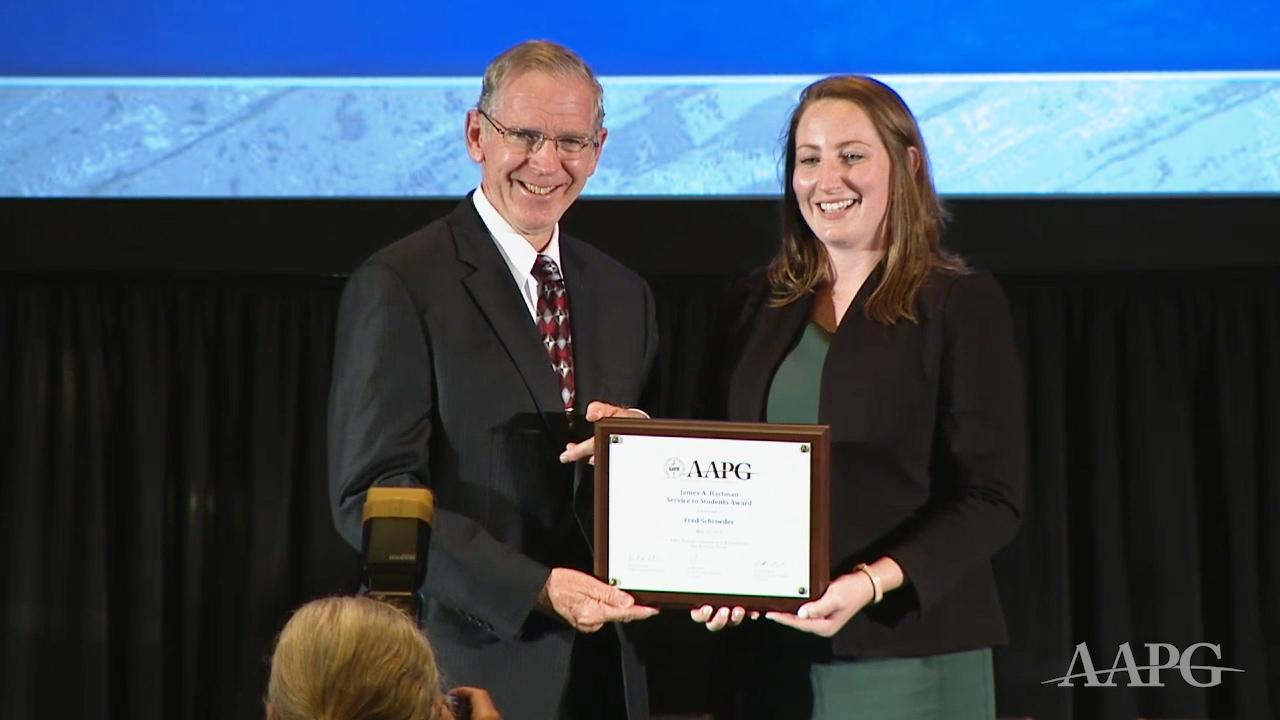 Fred Schroeder receives 2019 Jim Hartman Service to Students Award