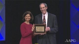 Aaron Harber receives the 2019 Geosciences in the Media Award
