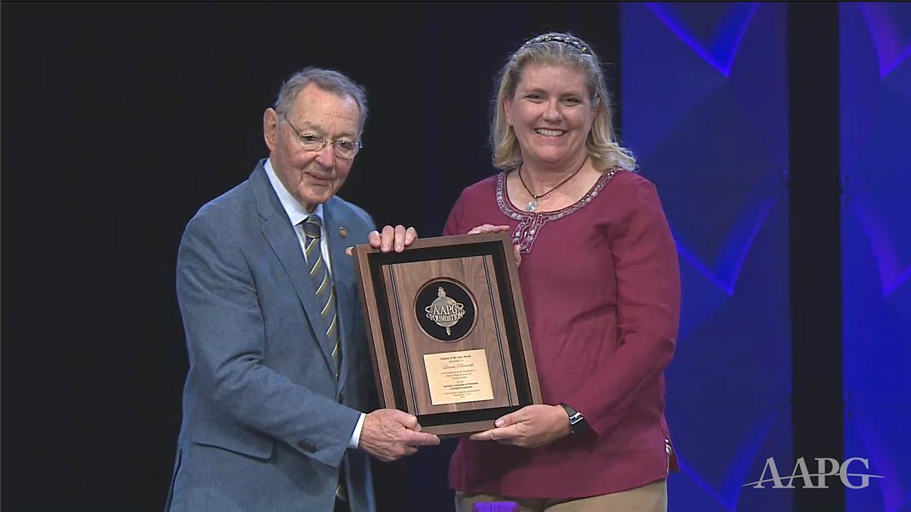 Laura Branch receives the 2019 Teacher of the Year Award