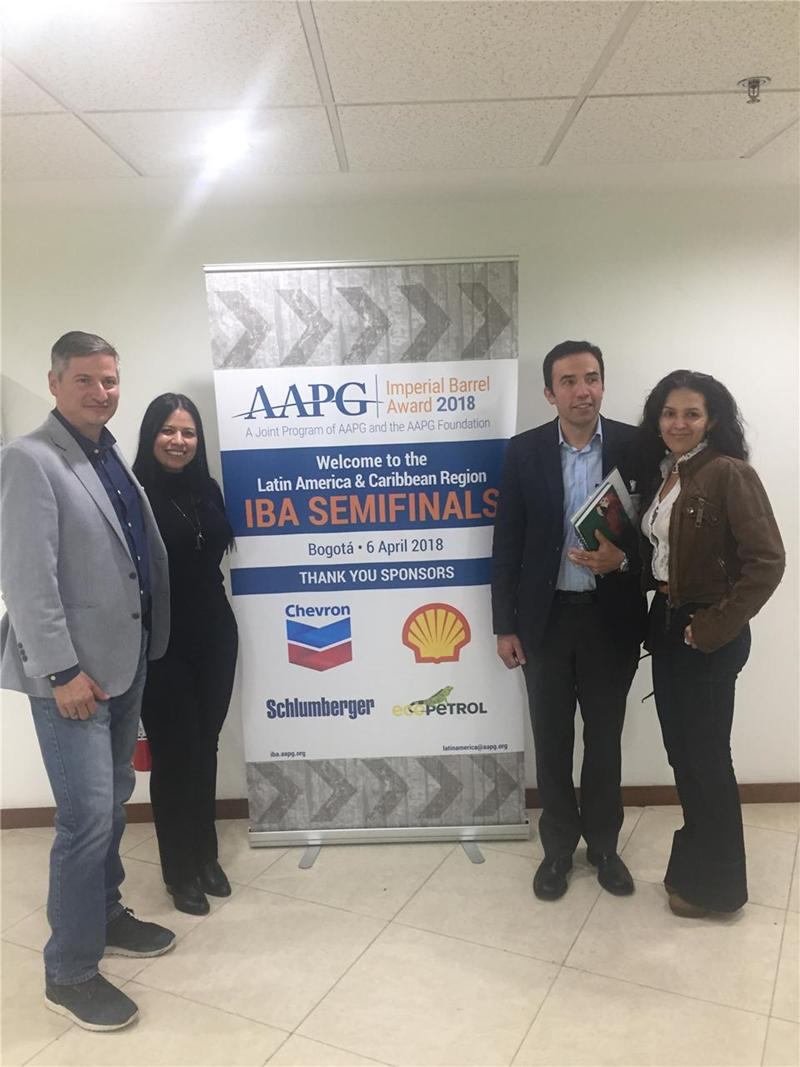 Semifinal judges,  Mora (Ecopetrol), Claudia González (Shell), Elvira Gómez (Nexen CNOOC) and Alwin Gómez (Colombian Geological Survey.)