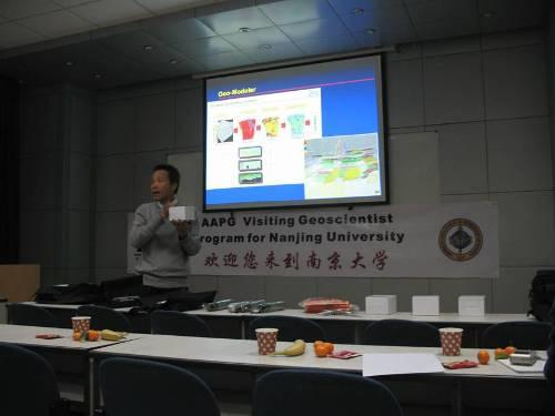 Yusak Setiawan was giving a lecture at Nanjing University